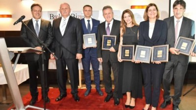 """Golden BAM"", the largest banking awards in BiH presented to the award winners - CEO of UBBiH has earned the ""Golden BAM"" plaque as a doyen of banking"