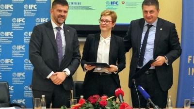 Potpisan ugovor o saradnji UBBiH i IFC-a: Podrška finansijskom i SME sektoru